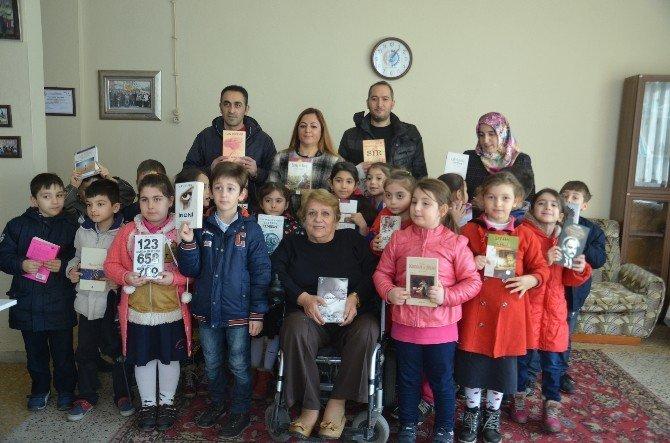 Minik Öğrencilerden Kitap Bağışı