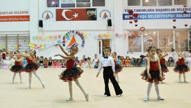 Muratpaşalı Cimnastikçilerden Yıl Sonu Gösterisi