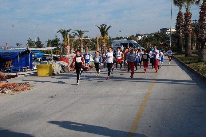 Aliağalı Öğrenciler 'Atatürk' İçin Koştu