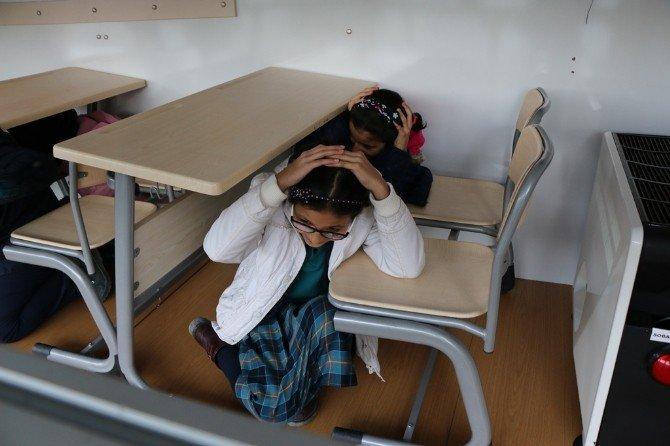 Depremi Simülasyon Tırında Öğrendiler