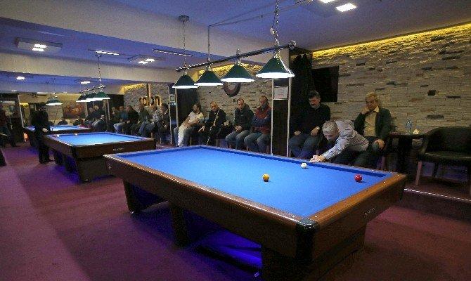 Karşıyaka'da Bilardo Şampiyonası Heyecanı