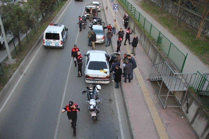 Polis Uygulamasından Kaçmak İsteyen Otomobilde Ele Geçen Silahlar Şaşırttı