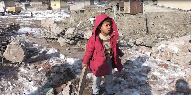 Suriyeli aileler soğuk kış günlerinde yaşam mücadelesi veriyor
