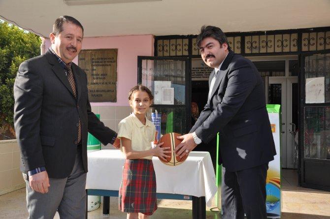 Geri dönüşümde derece yapan okullar ödüllendirildi