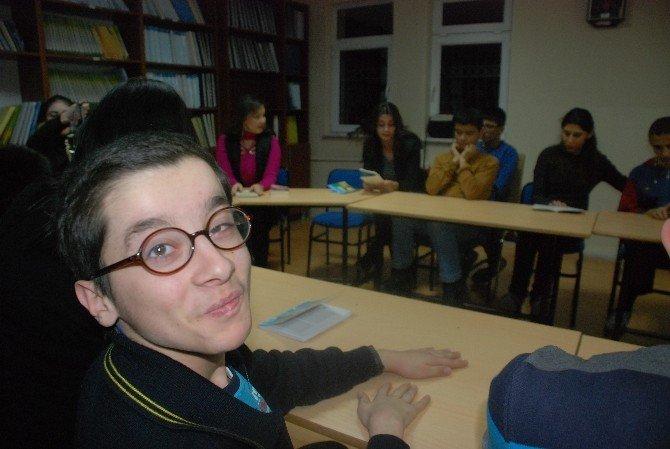 Görme Engelli Çocuklar İçin Kitap Okudular