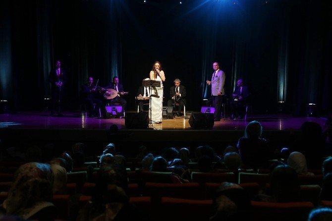 Hüner Coşkuner'den Kadınlara Müzik Ziyafeti