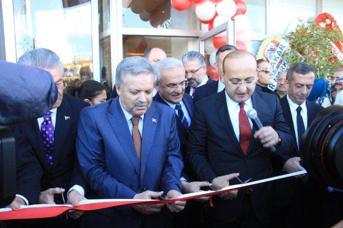 Başbakan Yardımcısı Akdoğan, Ahıska Türklerini Karşıladı