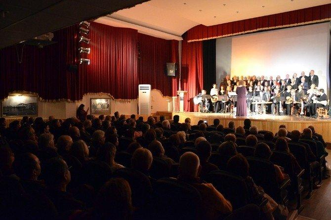 Foça'da Etkileyici Türk Sanat Müziği Konseri