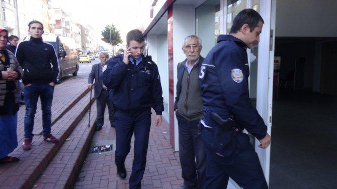 Bankacı, yaşlı adamı 9 bin lira dolandırılmaktan kurtardı
