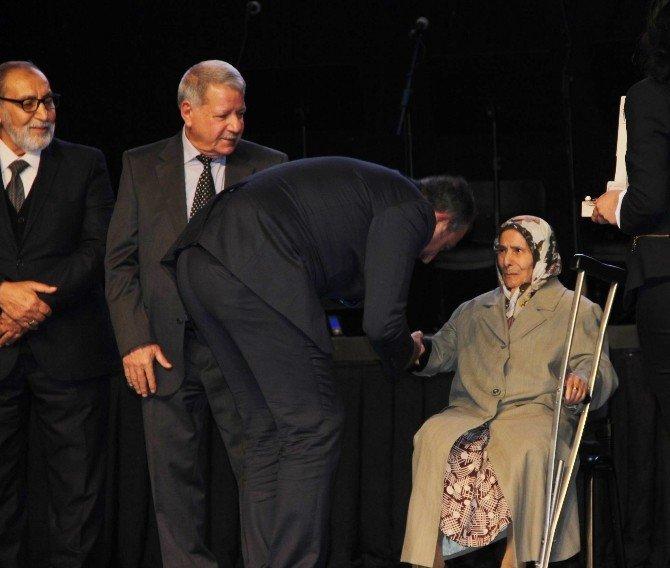 Gaziantep'in Kurtuluşunun 94. Yıldönümünde Plaket Ve Ödül Yağmuru