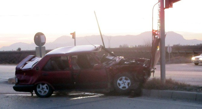 Adana'da Trafik Kazası: 2'si Çocuk, 4 Yaralı