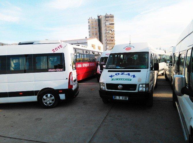 Kozan'da Minübüsçüler Belediye Otobüsünün Önünü Kesti