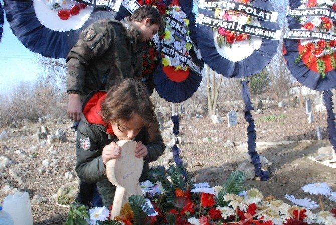 Gözyaşı İle Türkiye'yi Ağlatan Doğan, Şehit Babasının Kabri Başında Dua Etti