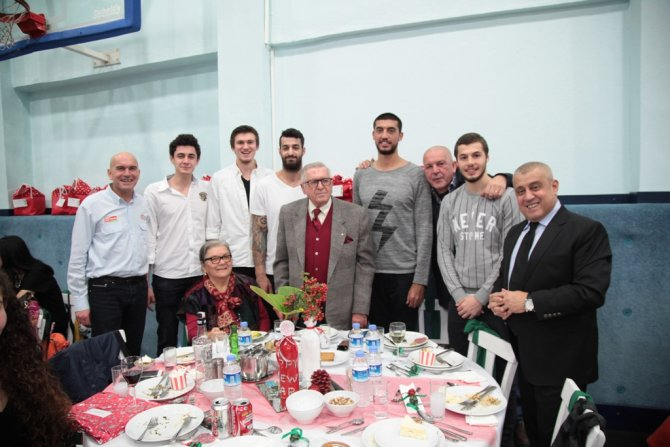 Banvit ailesi yeni yıl yemeğinde buluştu