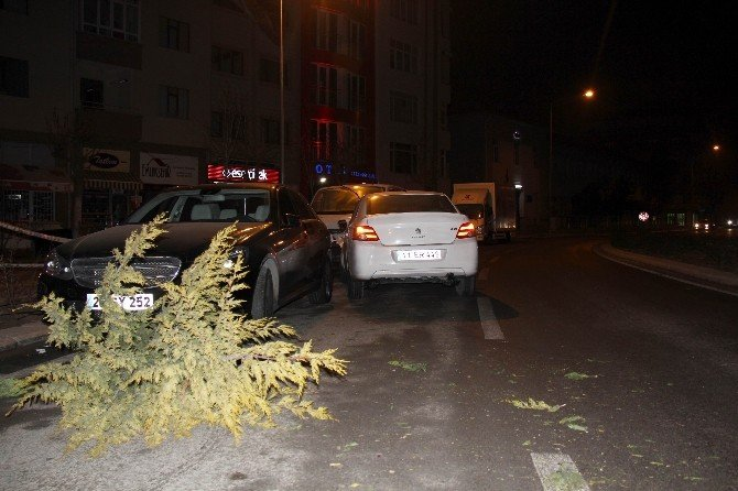 Eskişehir'de Kaza Yapan Sürücü Aracını Bırakıp Kaçtı