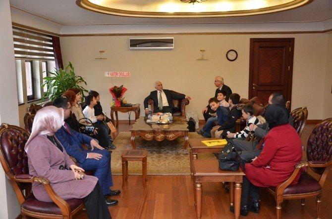 Vali Alimoğlu, Öğrencileri Kabul Etti