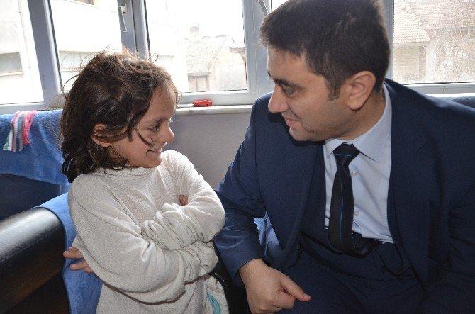 Evi Yanan 4 Çocuklu Aileye Devlet Sahip Çıktı