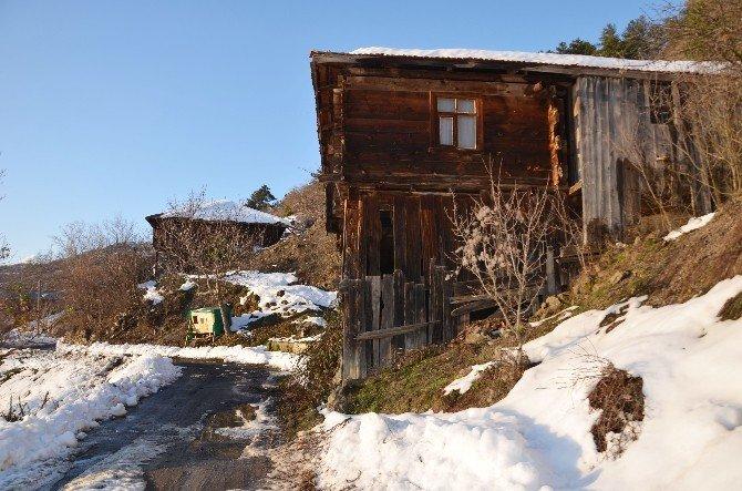 Kışın, Kimsesiz Köy Oluyor