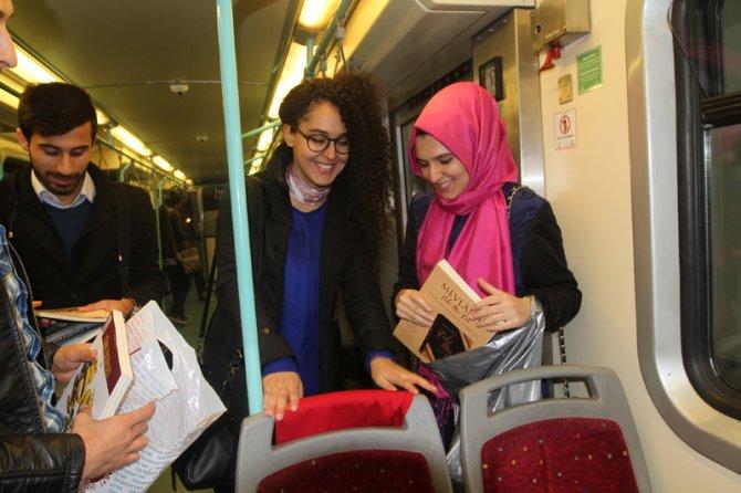 Tarihi metroda kitap okudular