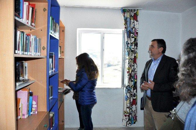 Ayvalık'ta Çakmak Köyüne Robert Koleji Kütüphanesi