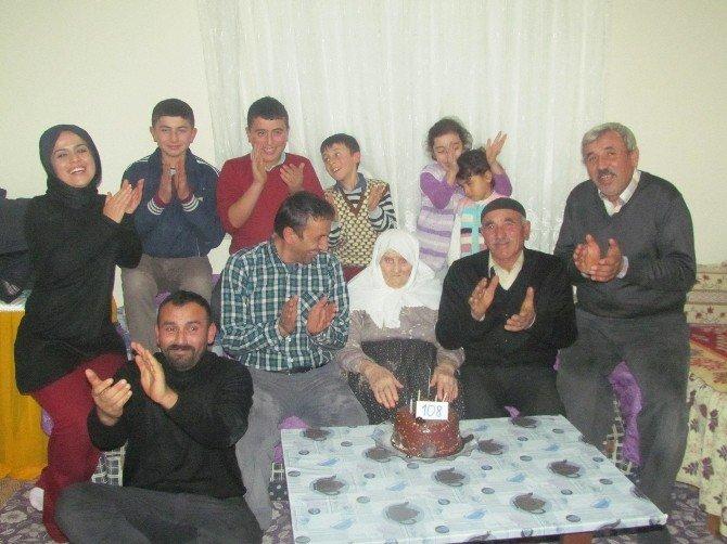 Doğumunun 108. Yılını Torununun Torunuyla Kutladı