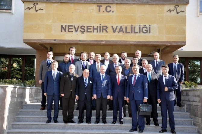 Nevşehirli İş Adamları Ve Bürokratları Derneği Vali Ceylan'ı Ziyaret Etti