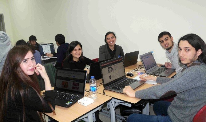 Projeleri İçin Teknoloji Fakültesinde Sabahladılar
