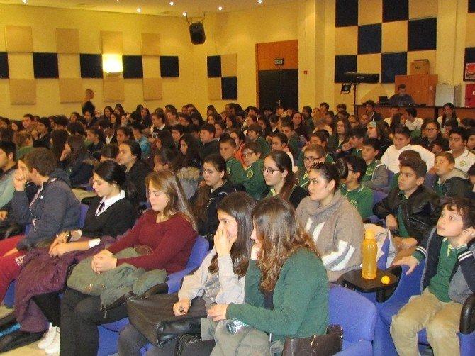 Çeşme Kaymakamı Öğrencilere 'Kariyer' Dersi Verdi