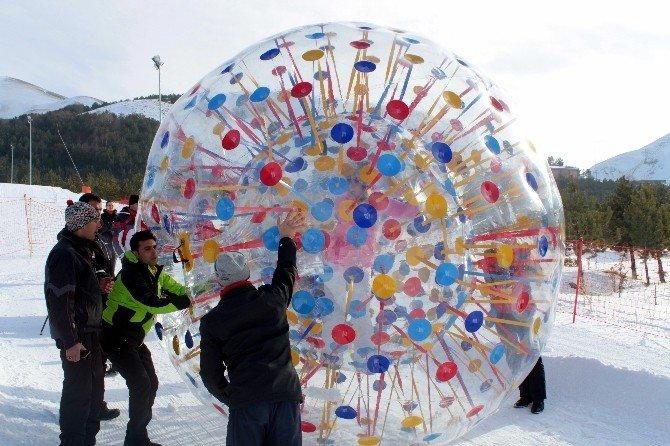 Palandöken'in Yeni Eğlencesi 'Human Bowling'