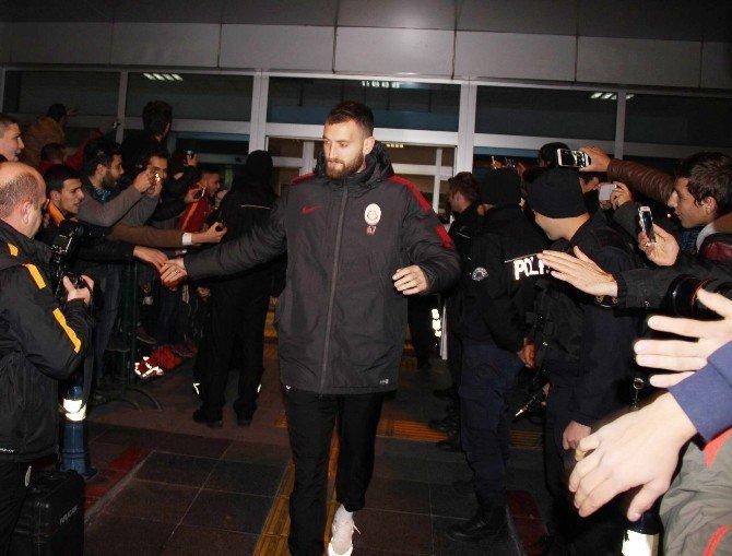 Galatasaray Kafilesi Kayseri'de Coşkuyla Karşılandı