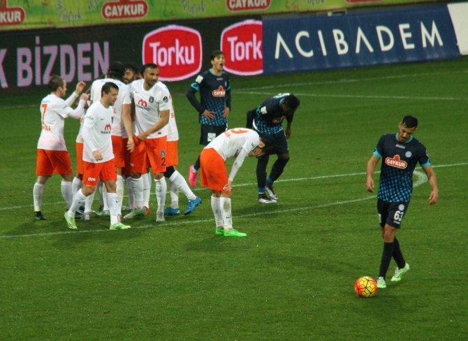 Çaykur Rizespor: 0 - Medipol Başakşehir: 1 (İlk yarı)