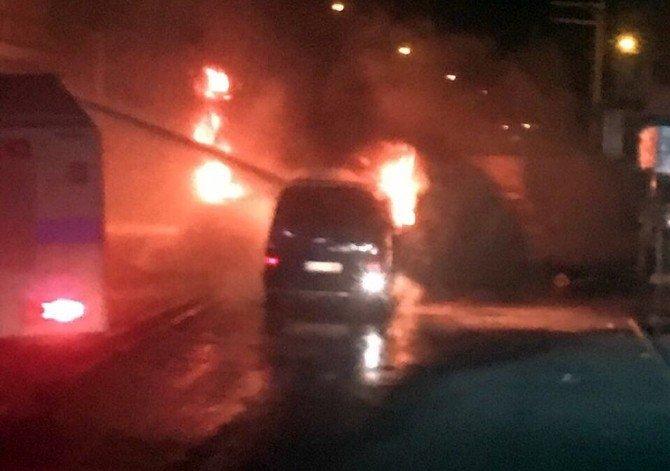 Polise Silah Sıkan Gösterici Vurularak Etkisiz Hale Getirildi