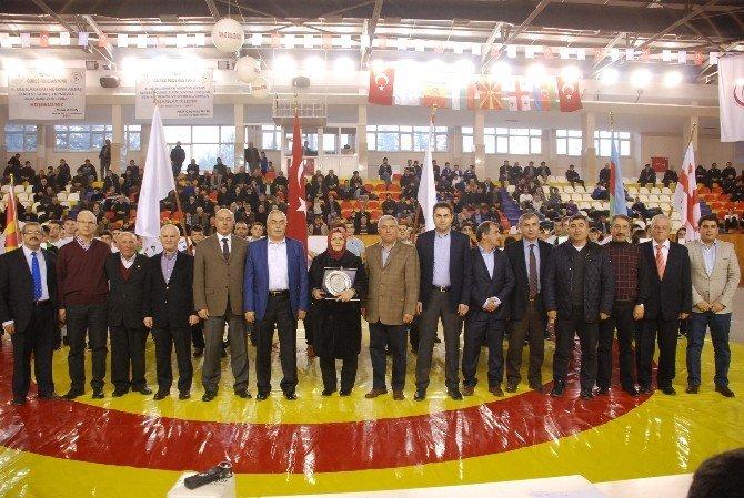 Hüseyin Akbaş Büyükler Serbest Güreş Turnuvası Tokat'ta Başladı