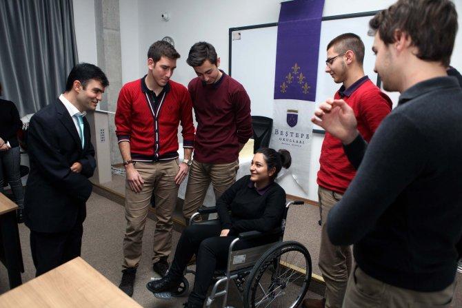 Öğrenciler, engelli bireyleri anlamaya çalıştı