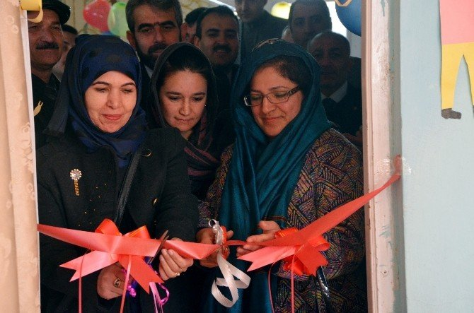 TİKA Afganistan'da Rahiyan-e Nur Okuluna Fen Laboratuvarı Kurdu