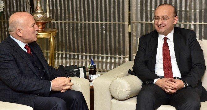 Başbakan Yardımcısı Akdoğan, Başkan Sekmen'i Ziyaret Etti