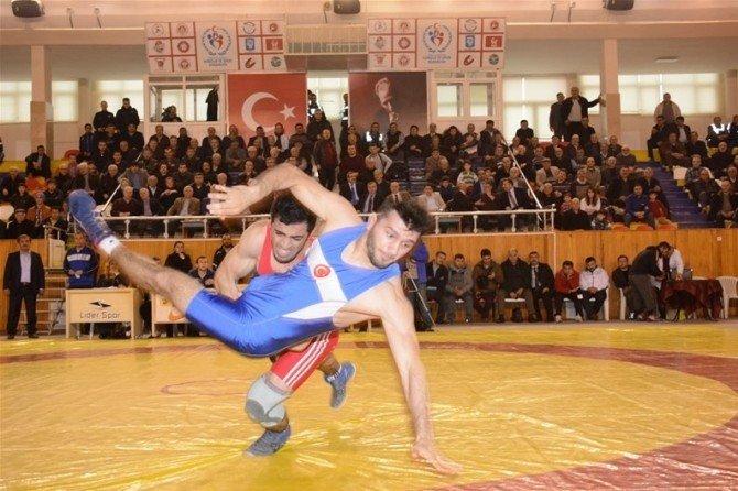 Hüseyin Akbaş Güreş Turnuvası'nda Şampiyon Türkiye