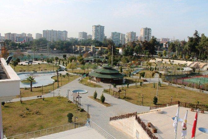 Yüreğir'de Parklar Yenileniyor, Yeni Parklar Yapılıyor