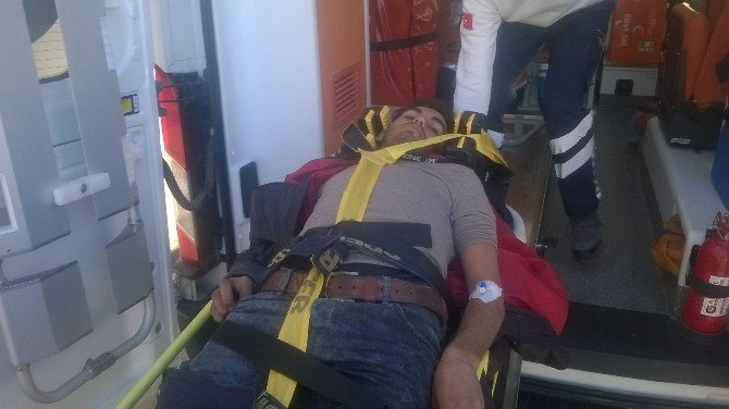 Motosiklet Şarampole Yuvarlandı: 1 Yaralı