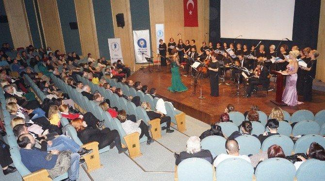 Aesob Kadınlar Korosu'ndan Yeni Yıl Konseri