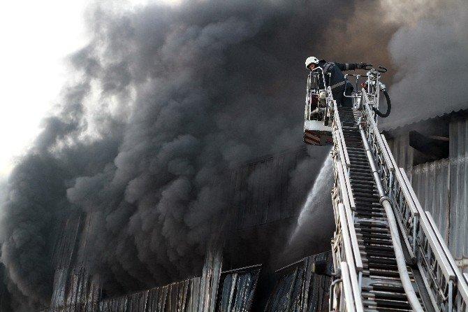 Yangın Fabrikanın Ek Binasına Sıçramak Üzere