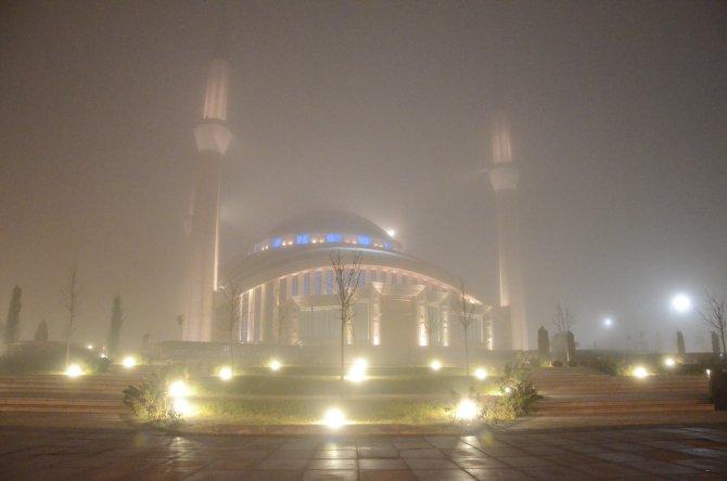 Ankara'da yoğun sis kazaları da beraberinde getirdi