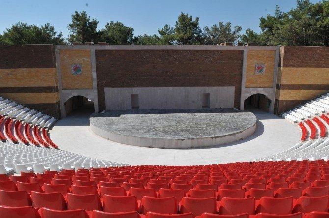 Tiyatroya Açılır-kapanır Çatı