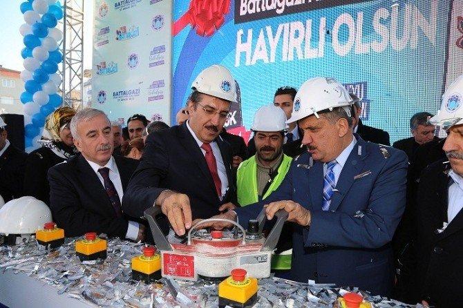 Bakan Tüfenkci, Battalgazi Belediyesi Yeni Hizmet Binası'nın Temelini Attı