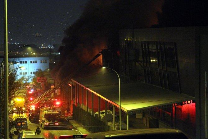 Bursa'da tekstil fabrikasındaki yangın 7 saattir sürüyor