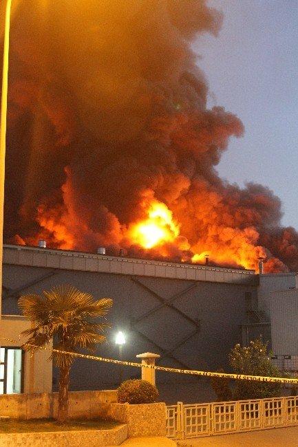 Bursa'daki Fabrika Yangını Devam Ediyor