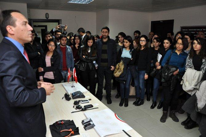 Üniversite öğrencilerinin 'suç psikolojisi' dersine yerinde eğitim