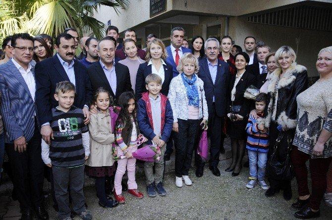 Bakan Çavuşoğlu, Antalya'da Yaşayan Rus Vatandaşlarla Buluştu