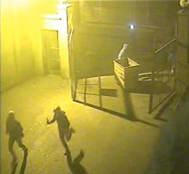 Diyarbakır'da Teröristlerin Okul Yakma Anı Güvenlik Kamerasında