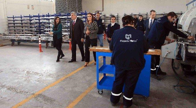 Başkan Karaosmanoğlu, Kadın Girişimcileri Tebrik Etti